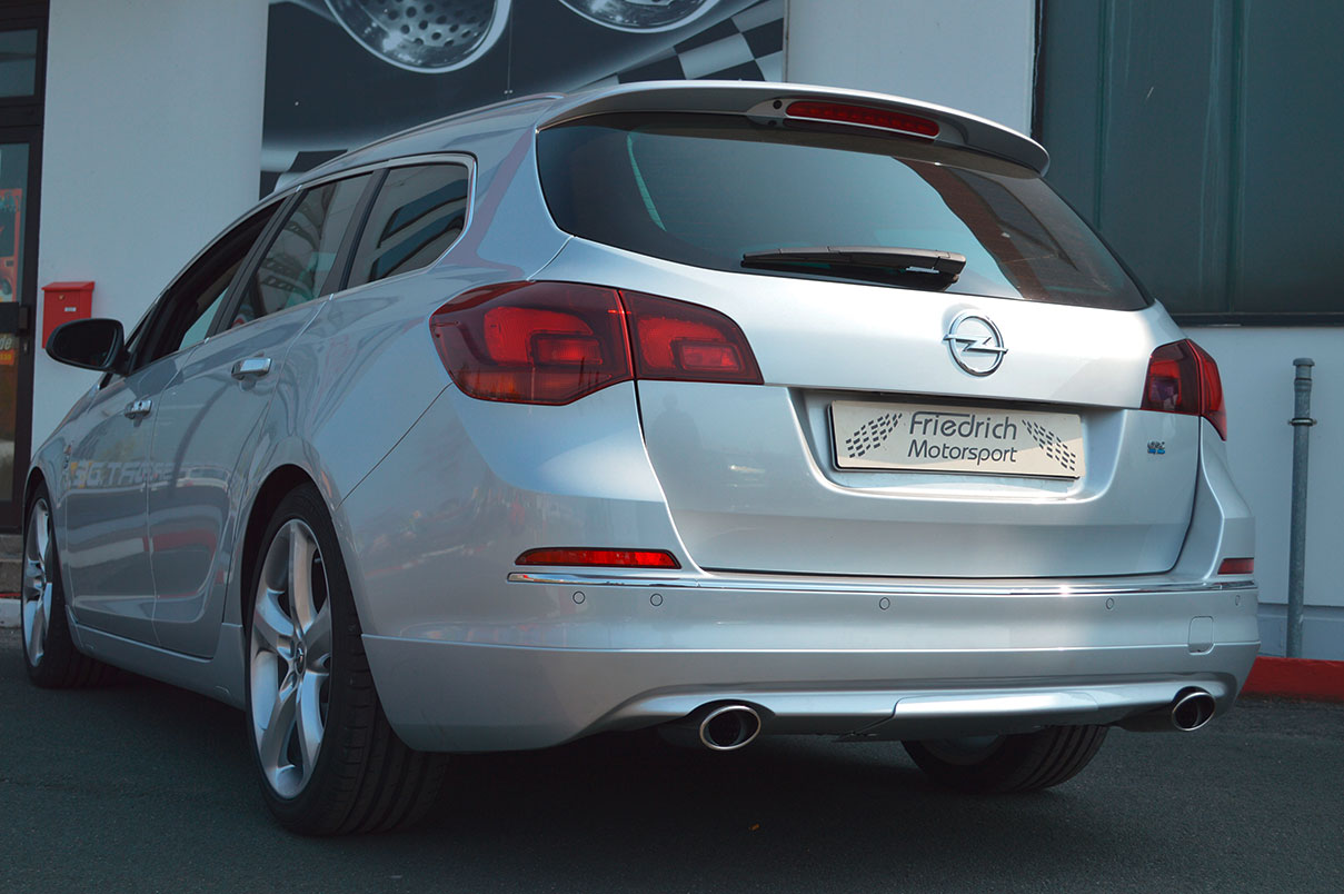 Opel Astra J Sportstourer mit BiTurbo Heck